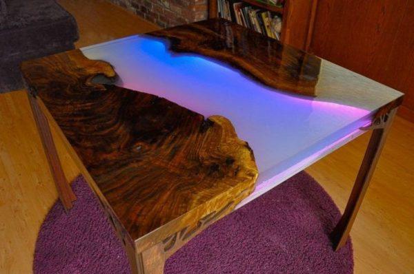 стол из эпоксидной смолы с подсветкой
